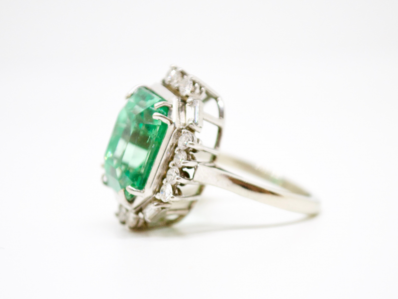 Estate-Rings - 14KW 8.59CT EMERALD COCKTAIL RING - image #2