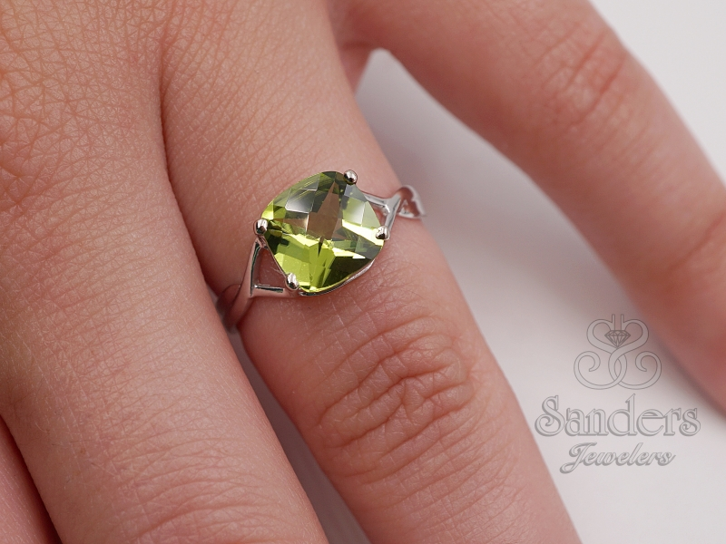 Rings - Peridot Ring - image 3