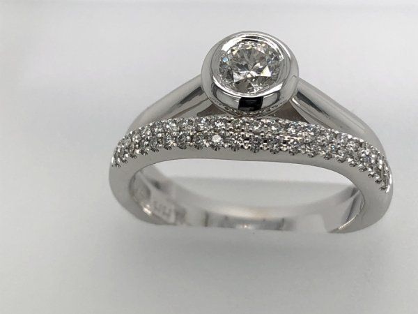 14 KARAT WHITE GOLD BEZEL DIAMOND RING - A STUNNING 14 KARAT WHITE GOLD BEZEL SET DIAMOND RING 0.39 CARAT