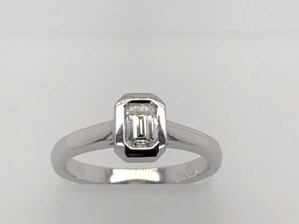 14 KARAT WHITE GOLD EMERALD CUT RING - A 14 KARAT EMERALD CUT DIAMOND. THE EMERALD CUT DIAMOND WEIGHS 0.33 .